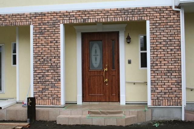 ブリックタイルの二世帯住宅
