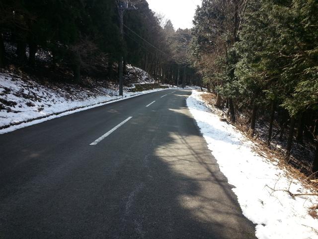 道路脇に雪ガ有ります
