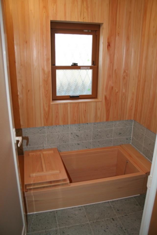 檜風呂が付いたシックなお家